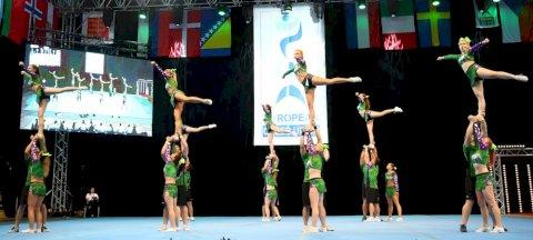 Flying Cheerleaders 02